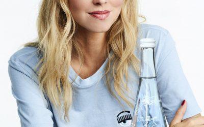Chiara Ferragni entwirft Design für Limited Edition Glasflasche von evian.