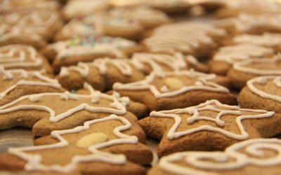 Dussmann Service backt mit Kunden und Freunden Kekse und spendet Erlös vom Verkauf an Verein miteinander.