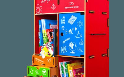 Dussmann Service spendet Bildungs-Boxen für Kinder in Österreich.