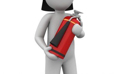 Mitarbeiterin von Dussmann Service wird aufgrund ihrer Leistung für Sicherheit zur Feuerwehr des Jahres ausgezeichnet.