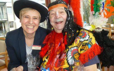 Senioren von Kursana Residenz Wien-Tivoli feiern Faschingsfest als Cowboy und Indianer.