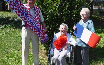 Senioren der Kursana Residenz Wien-Tivoli fiebern beim WM-Finale 2018 mit.