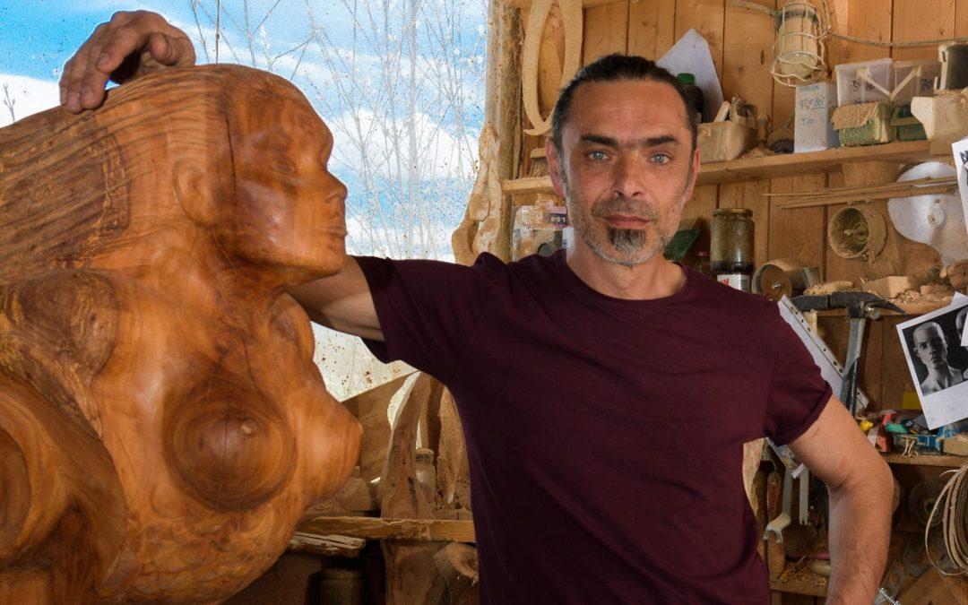 Bildhauer Andreas Mathes in seinem Atelier